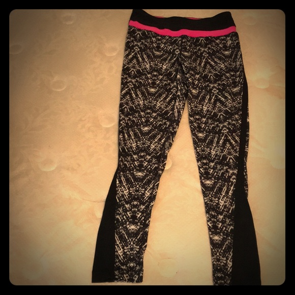 a7037e8ff0931 90 Degree By Reflex Pants | Blackwhite Patterned Yoga Neon Pink Top ...